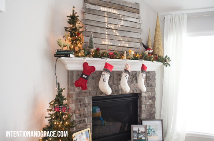 DIY Christmas Light Pallet Mantel Sign-5