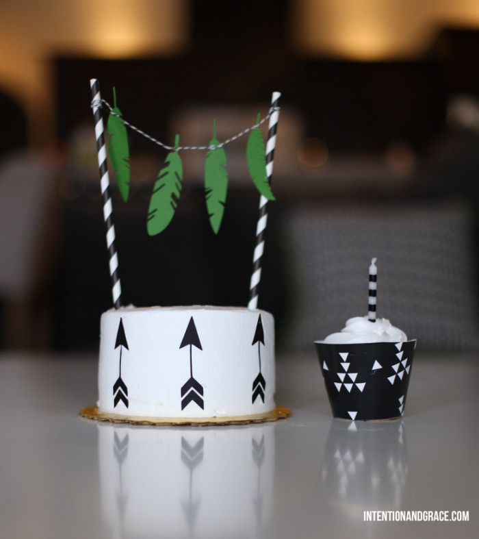 DIY: Decorate it yourself Smash Cake and cupcakes | Intentionandgrace.com black and white birthday cakes with edible paper cutouts for first birthday decorations