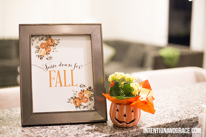 Free fall printables for the holidays. Great for holiday decorations in your home.