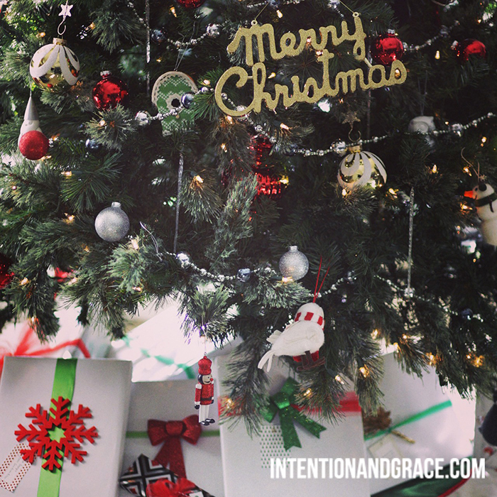 The Roberts Christmas Tree Decor |  intentionandgrace.com