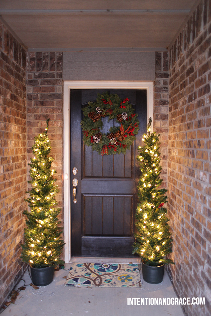 Christmas Holiday Wreath, front door decor  |  Intentionandgrace.com