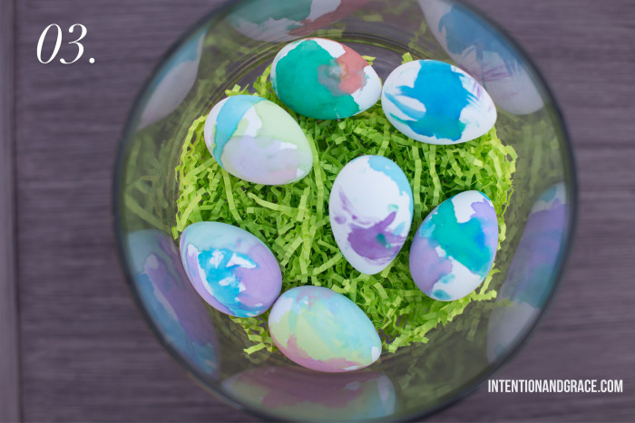 The Pros and Cons of Dyeable Craft Easter Eggs - Watercolor painting egg dying technique  |  Intentionandgrace.com