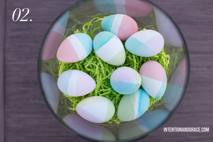 The Pros and Cons of Dyeable Craft Easter Eggs - Dip dye egg dying technique  |  Intentionandgrace.com