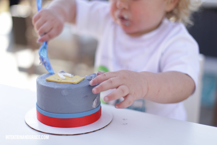 Toddler smash cake for second birthday party  |  intentionandgrace.com